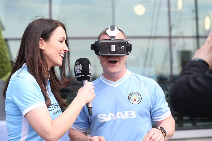 Manchester City: fans watched their club play Arsenal live using VR headsets
