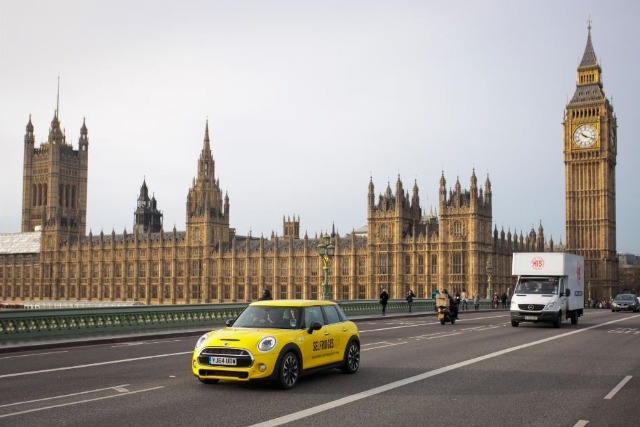 Selfridges & Mini: 'Elfridges' service aims to give a helping hand to Christmas shoppers