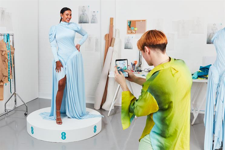 EE: Maya Jama's dress features multiple layers, electric wires and sensor bulbs