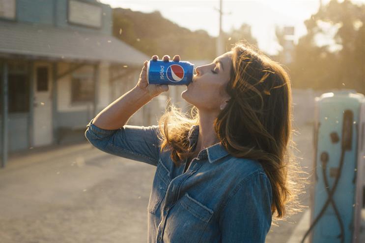 Pepsi: Cindy Crawford stars in 2018 campaign