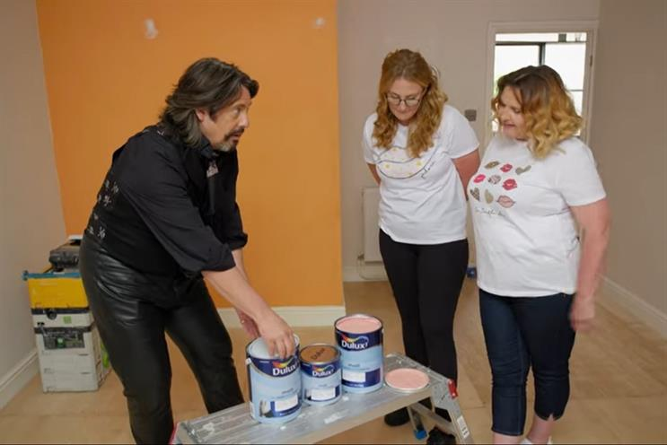 Changing Rooms: Laurence Llewelyn-Bowen shows contestants a range of Dulux paints