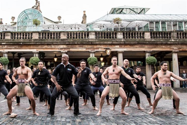 Mastercard: Ambassador Jonah Lomu performs a haka in London