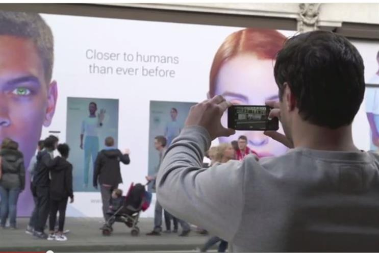 WATCH: passersby take to social media to share pictures of Channel 4 stunt