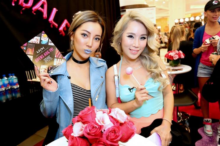 Singaporean bloggers Rachel Wong (left) and Xiaxue attend an event for makeup brand NYX  in 2016 in California. Source: Getty Images