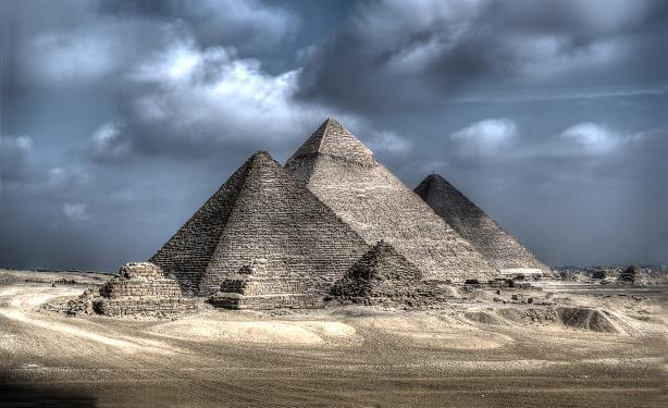 The Giza Necropolis in Egypt. (Image via Wikimedia Commons, by Yasser Nazmi, own work, CC BY-SA 3.0, https://commons.wikimedia.org/w/index.php?curid=35075700)