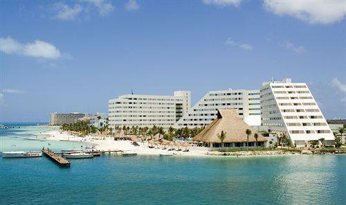 The Grand Oasis Cancun; image via TravelPlanner's Facebook page