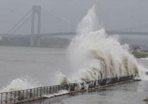 Agencies shut down New York, DC offices before Hurricane Sandy strikes