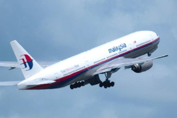Malaysia Airlines uses social media for first public comments on plane crash in Ukraine