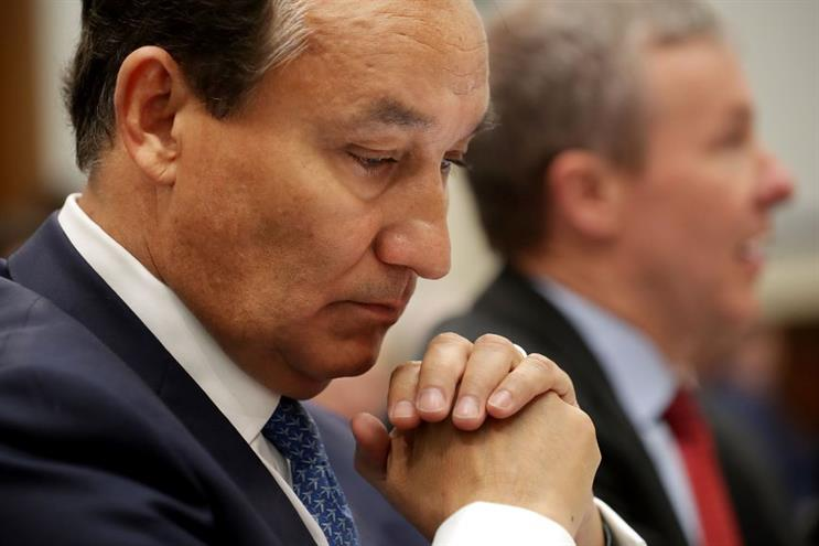 Oscar Munoz is grilled by lawmakers in 2017 after the David Dao incident. (Photo credit: Getty Images).