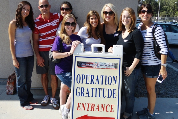 In Southern California Murphy O'Brien sponsors 'holiday heroes'
