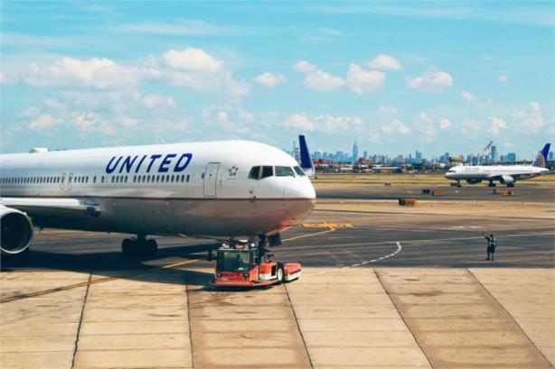 Breakfast Briefing, 12.8.2017: United's Jim Olson schedules departure