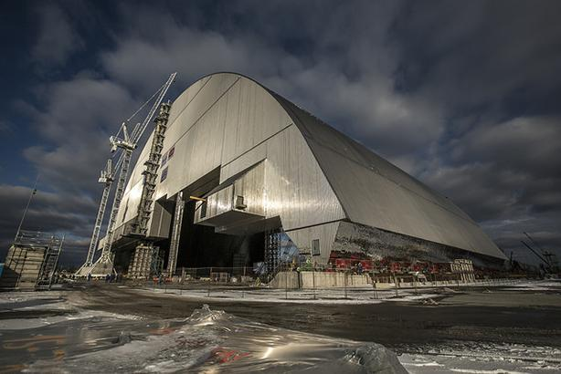 Vinci's arch to shield radioactive waste in Chernobyl is slid into place earlier this month