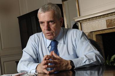 Dr Peter Carter