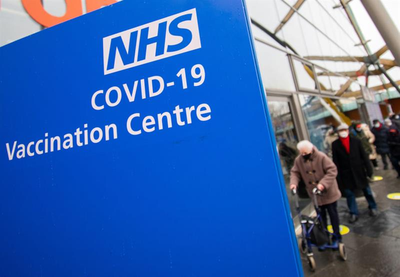 COVID-19 vaccination centre (Photo: SOPA Images/Getty Images)