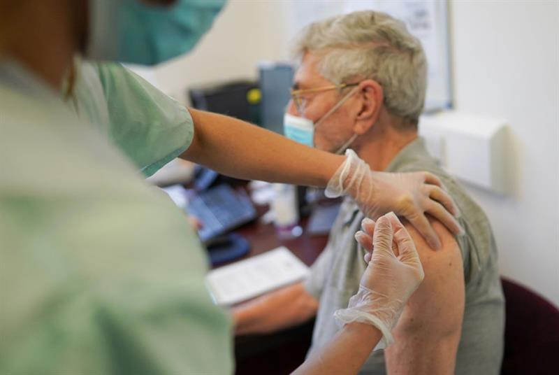 A patient at Haxby and Wiggington Surgery in York receives the Pfizer vaccine (Photo: Ian Forsyth/Getty Images)