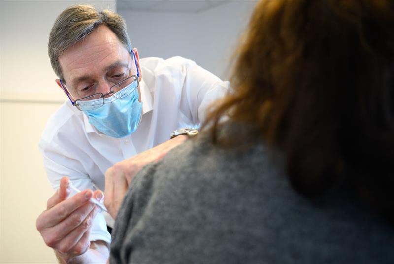 RCGP chair Professor Martin Marshall delivers COVID-19 vaccine (Photo: Leon Neal/Getty Images)