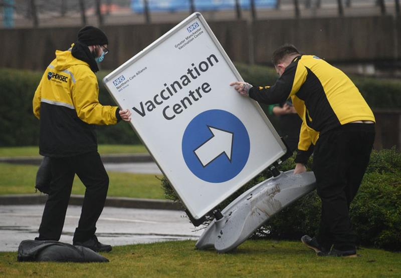 COVID-19 vaccine rollout (Photo: Oli Scarff/AFP/Getty Images)