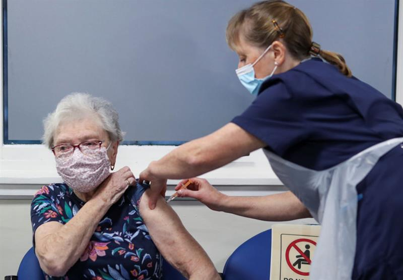 COVID-19 vaccine (Photo: Russell Cheyne/AFP/Getty Images)