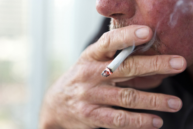 Smoking: services to help patients quit reduced (Photo: iStock.com/Juanmonino)