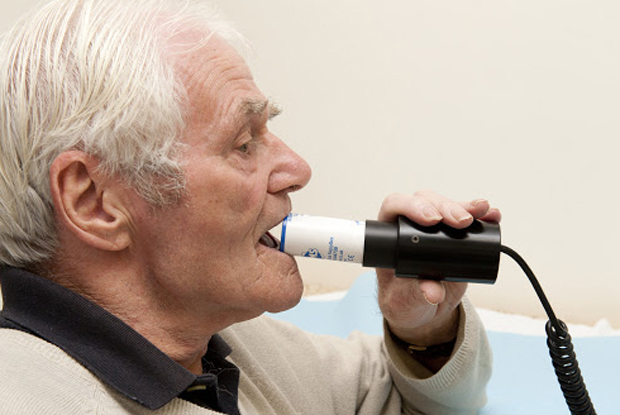 Spirometry (Photo: Dr P Marazzi/Science Photo Library)