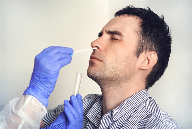 Swab test for COVID-19 (Photo: Diy13/Getty Images)