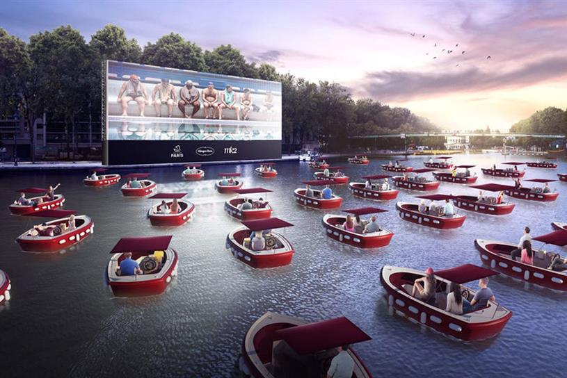 Floating cinema: boats seat four to six people