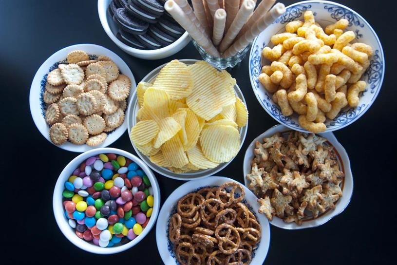 Data shows children eat a large number of snacks high in sugar and calories
