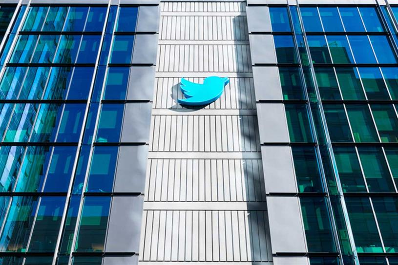 Twitter: previously forecast Q1 revenue of between $825m and $885m