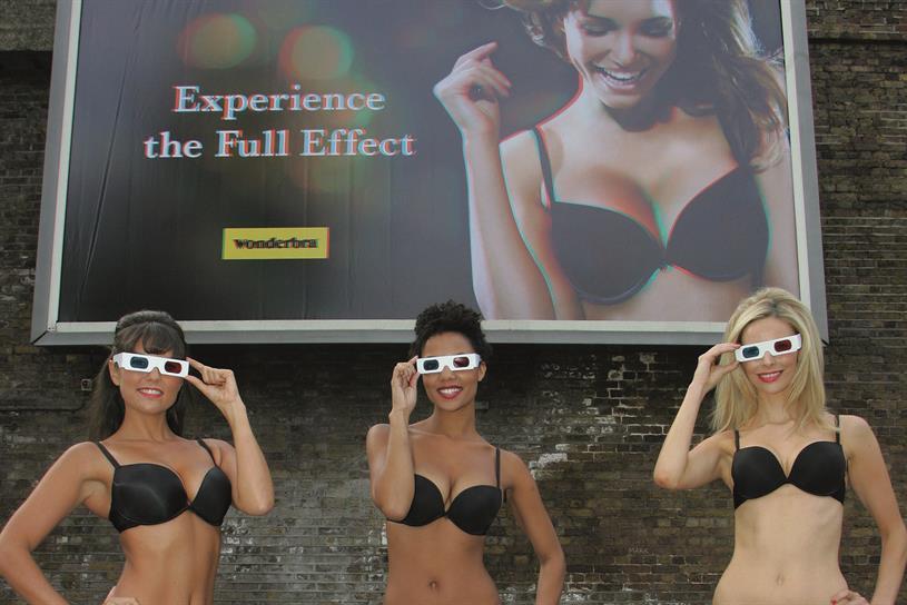 Wonderbra: 3D billboard poster