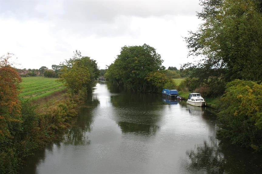 The river Thames near the proposed development site - image: geograph / David Purchase (CC BY-SA 2.0)