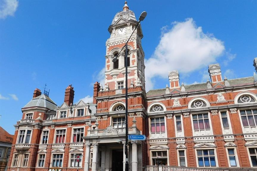Eastbourne town hall - image: Paul the Archivist / Wikimedia (CC BY-SA 4.0)