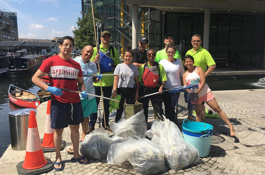 Merchant Square Community Keeps Blue Space Clean in action
