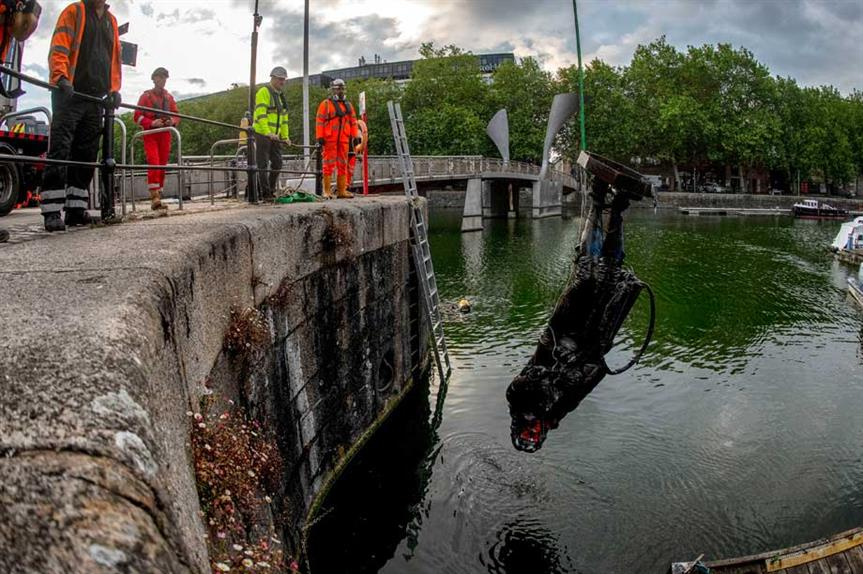 The statue of Edward Colston being recovered from Bristol harbour (Pic: Getty)