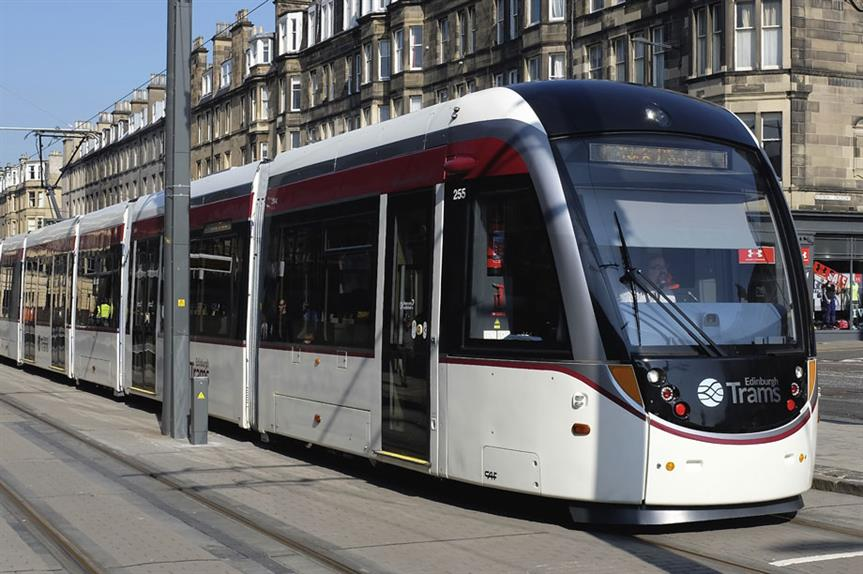 Edinburgh: council moves ahead with tram extension plan