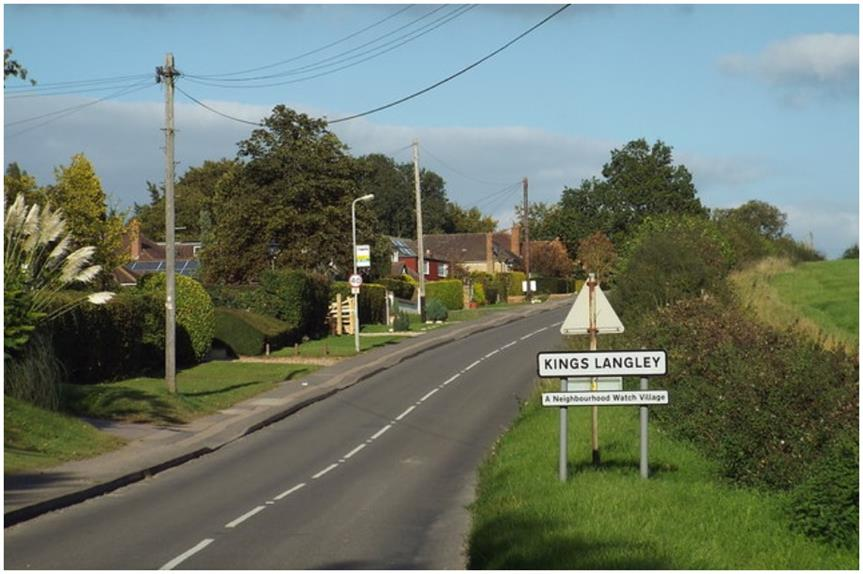 Chipperfield Road towards Kings Langley, Hertfordshire (pic: Malc McDonald, geograph.org, CC BY-SA 2.0)