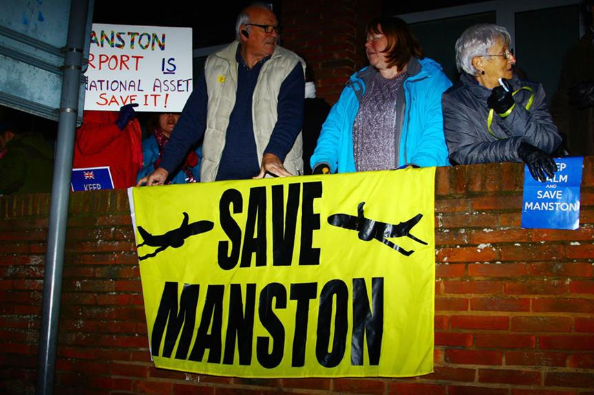Campaigners making their voices heard in support of the scheme at a local council meeting (pic: Funk Dooby, Flickr (CC BY-SA 2.0)