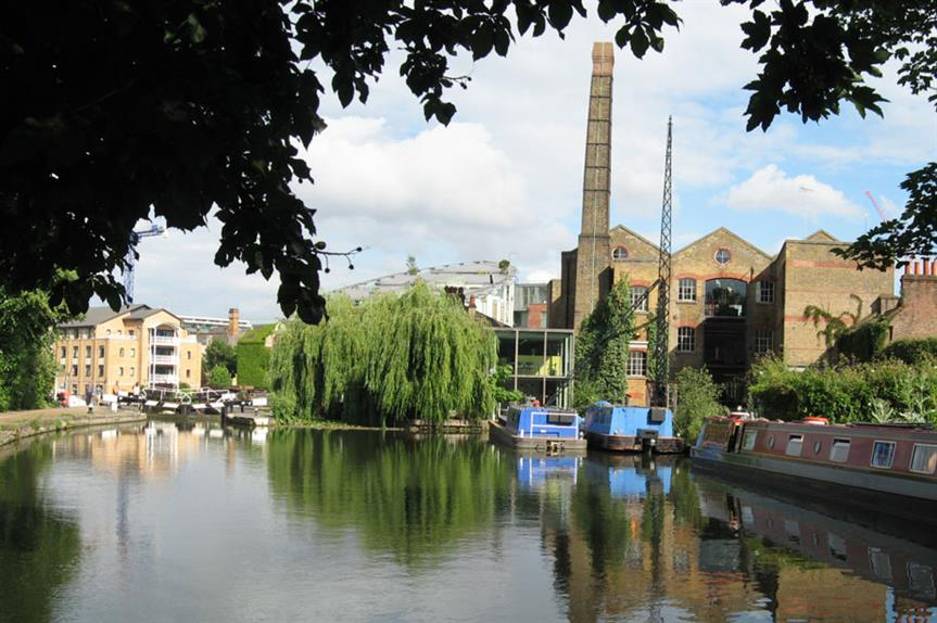 The Regent's Canal in north London (pic: Uri Baruchin, Flickr)