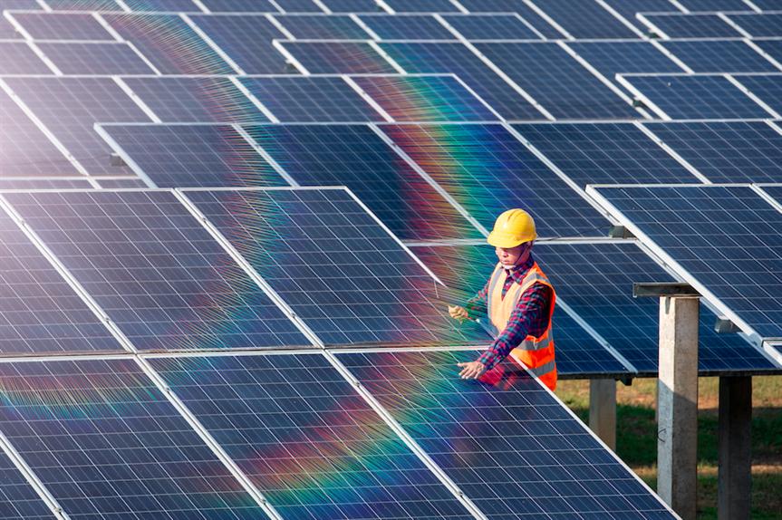 Solar farm technician (Pic: Getty)