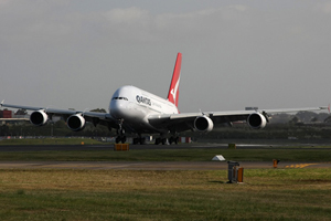 Grounded Qantas to resume flights