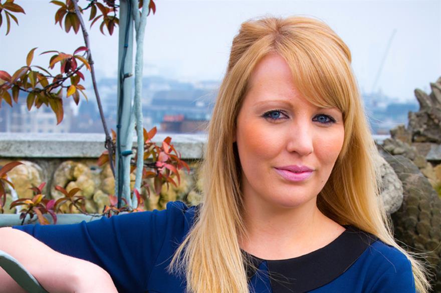 Lisa Metcalf, Logistik