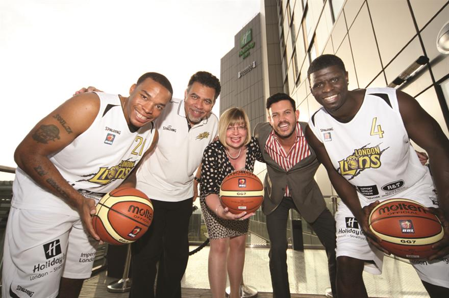The London Lions offer training tips to the Cycas Hospitality team