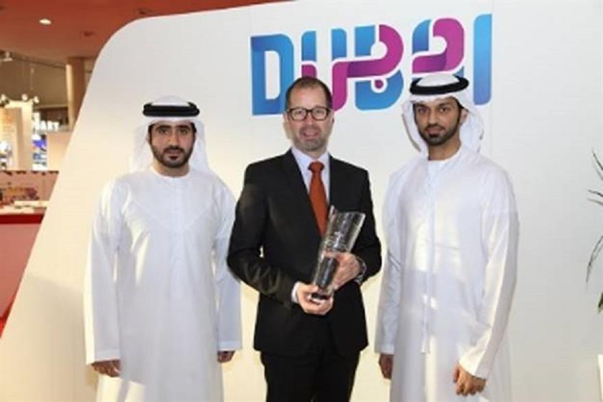 Tariq Al Hashimi, Steen Jakobsen and Walid Marhoon with the Site Crystal Award