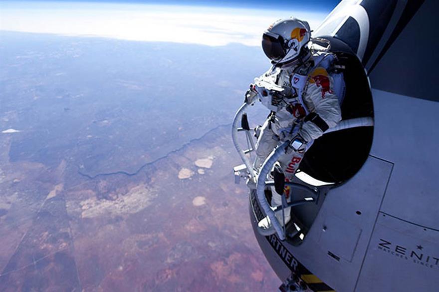 Red Bull Stratos: Felix Baumgartner skydives from 39km