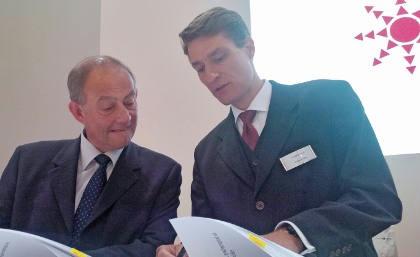 Managing directors Marc Rajade of Semardel (left), and Michael Class (MVV Umwelt) sign the partnership deal