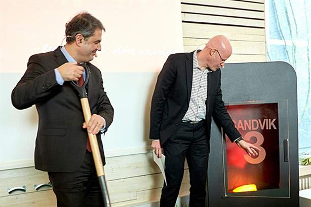 Swedish energy minister Ibrahim Baylan and Växjö Energi's Johan Thorsell at the opening ceremony of the plant last year