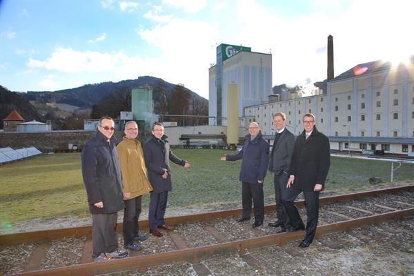 Senior staff from Brau Union Österreich and BDI point out where the facility will be