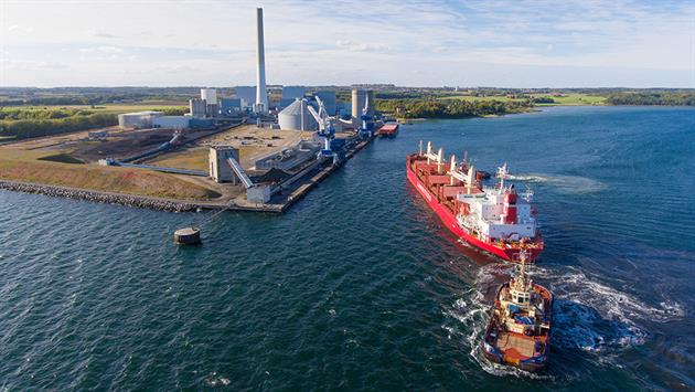 Biomass arriving by ship to the Studstrup Power Station