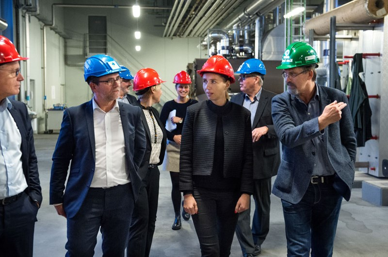 Mette Frederiksen (cente in the red hat) touring the Maabjerg site