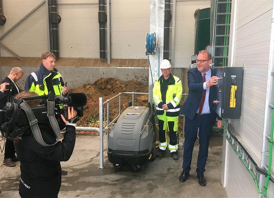 Danish energy minister Lars Christian Lilleholt starts the plant