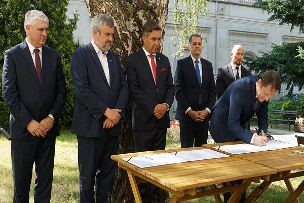 The signing of the letter to start development of the biogas plants